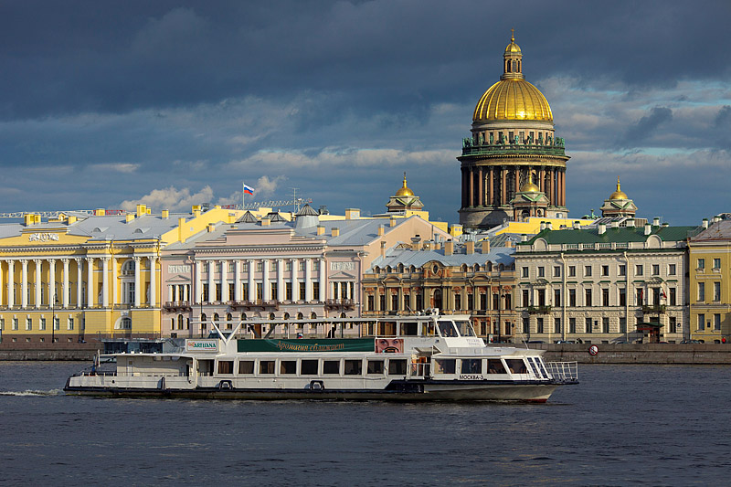 st-petersburg-by-boat