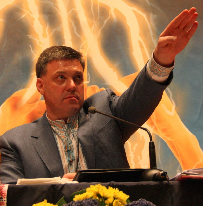 Oleh Tyahnybok: not a Nazi salute, just waving to a friend in the crowd.