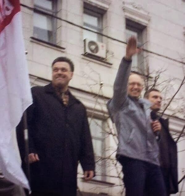 Arseniy Yatsenyuk [center],  former PM of Ukraine, also NOT performing a Nazi slaute.