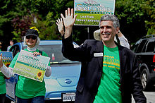 norman_solomon_campaigning_in_a_summer_parade