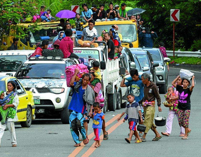 0527marawi-flee1.jpg